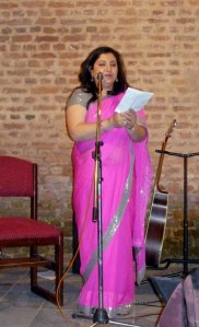 Esha looking magnificent in her pink saree, giving the thank you address.