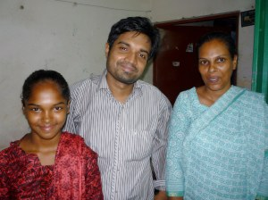 Natalia (l),Shamim (m) and Parvin (r) in Parvin's home.