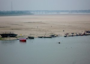 The expanse of sand along the river bank gives you an idea how much this river expands during monsoon.  During summer season, it's 'the thing' for young couples to take a boat ride over to the sand and go for a horse ride, and just hang out.