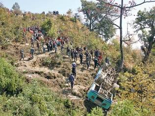 Bus rolls 150m from road near Sarangkot. Photo credit Nepal Mountain News