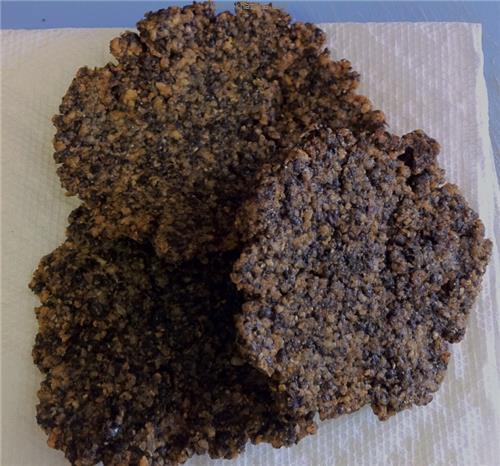 Black urad vadai, served with a hot & spicy sambol.  Quite delicious!